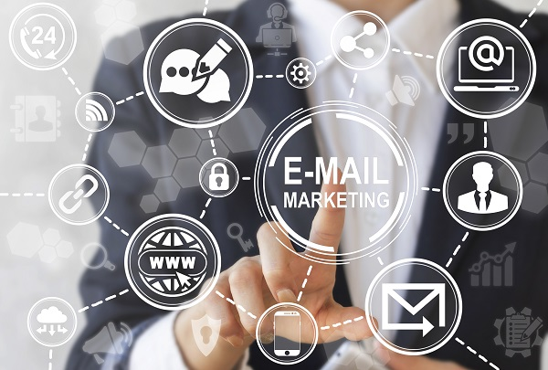How to Incorporate Email Marketing and Social Networks to Get More Customers